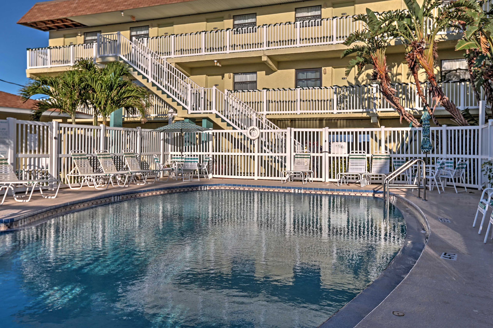 Resort pool at the family friendly Tuckaway Shores Resort